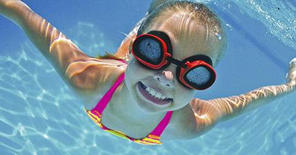 Cuando un niño de 6 años se inscribe a la escuela, Saludclub para loscursos y clases de natación,